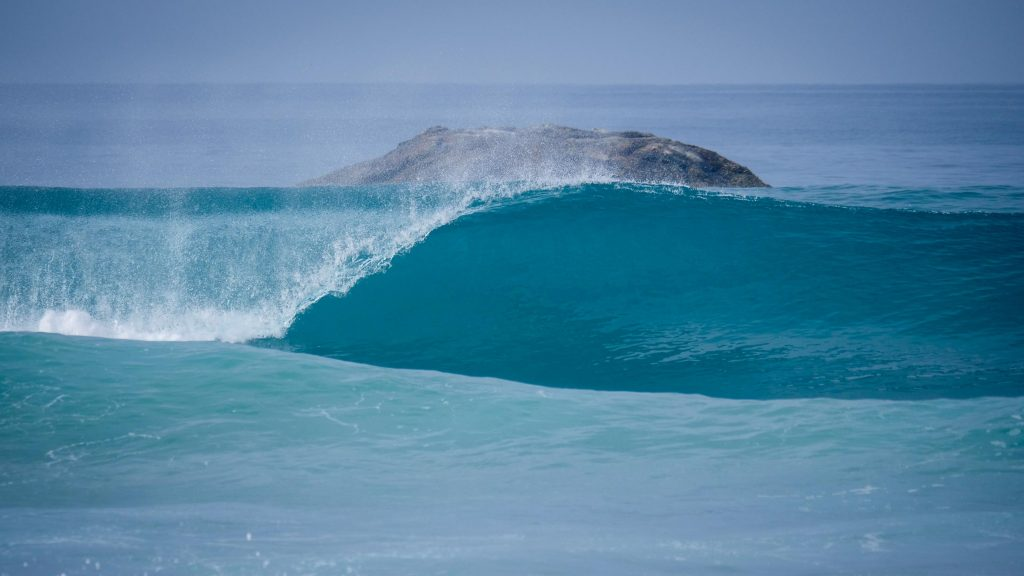 Wave breaking kabalana